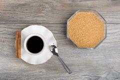 杯浓咖啡和糖罐 库存照片