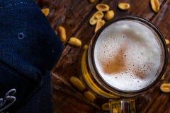 杯淡和黑啤酒 库存照片