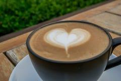 杯热的热奶咖啡咖啡 免版税库存图片