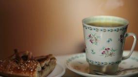 杯热的芳香咖啡接近 影视素材