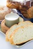 杯牛奶和面包 免版税图库摄影