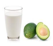杯牛奶和鲕梨 库存照片
