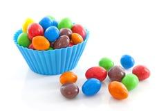 杯用五颜六色的糖果 免版税图库摄影