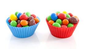 杯用五颜六色的糖果 免版税库存照片