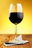 杯细致的意大利红葡萄酒 免版税库存图片