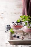 杯自创健康蓝莓点心 库存图片
