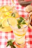 杯自创柠檬水 图库摄影