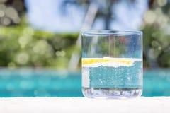 杯苏打水用柠檬 库存照片
