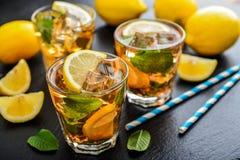 杯被冰的甜柠檬水 库存照片