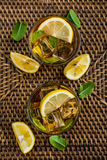 杯被冰的甜柠檬水 免版税库存照片