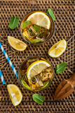 杯被冰的甜柠檬水 免版税库存图片