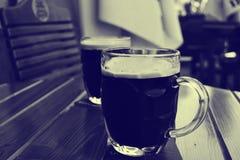 杯黑啤酒 免版税库存照片