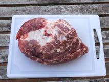 `杯`在准备的猪肉切片 库存图片