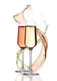杯黄色和桃红色香槟与飞溅 免版税图库摄影