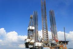 杰克石油钻井船具在造船厂 免版税库存照片