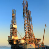 杰克石油钻井船具在造船厂 免版税图库摄影
