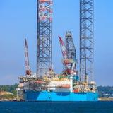 杰克石油钻井船具在造船厂 库存照片