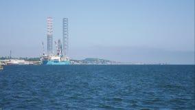 杰克石油钻井船具在维护的造船厂在邓迪,苏格兰,英国 股票录像