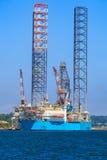 杰克石油钻井船具在维护的造船厂在Dund 免版税库存照片