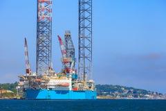 杰克石油钻井船具在维护的造船厂 图库摄影