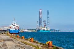 杰克石油钻井船具在维护的造船厂 库存图片