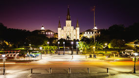 杰克逊广场在新奥尔良,路易斯安那法国街区在晚上 免版税库存照片