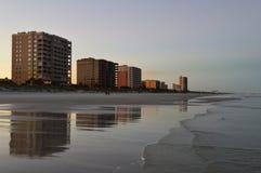 杰克逊维尔海滩海岸线和码头 免版税库存图片