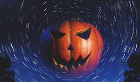 杰克o ` -在满天星斗的背景的灯笼, 库存图片