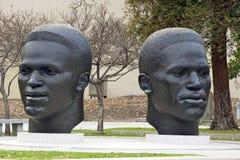 杰基和Mack鲁宾逊雕塑  库存图片