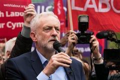 杰里米Corbyn参观Whitchurch共同性,加的夫,南威尔士,英国 免版税库存照片
