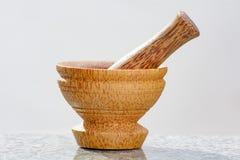杵和灰浆由椰子树制成 库存图片