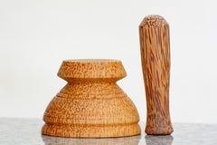 杵和灰浆由椰子树制成 库存照片