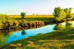松弛小河在黎明 免版税库存图片