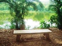 松弛角落一把石椅子的风景  免版税库存照片