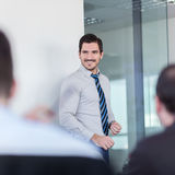 轻松的非正式企业队办公室会议 免版税库存图片