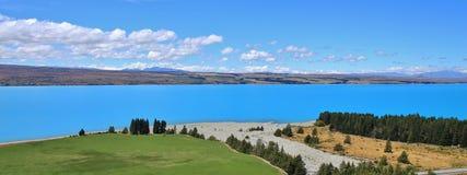 绿松石普卡基湖和河三角洲 免版税库存图片