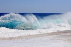绿松石海浪 库存照片