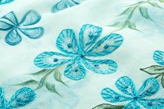 绿松石背景豪华布料或难看的东西丝绸纹理缎波浪折叠  免版税图库摄影