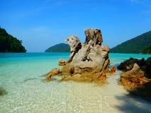 绿松石水在素林海岛泰国 免版税库存图片