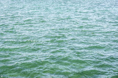 绿松石水纹理 免版税库存图片