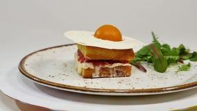 松糕用草莓、果酱和打好的奶油与一个被删去的片断 影视素材