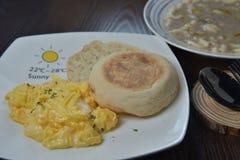 松饼争夺鸡蛋 免版税库存图片