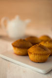 松饼和茶壶 免版税库存图片
