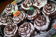松饼用巧克力和奶油 免版税库存照片