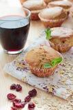 松饼用蔓越桔和燕麦粥 图库摄影