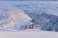 松鸡山在日落的滑雪小山 图库摄影