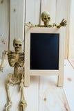 黑板和骨骼 免版税库存照片