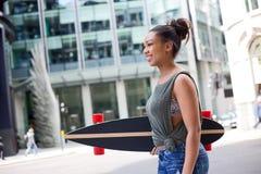 滑板女孩 库存图片
