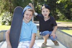 滑板孩子 免版税库存图片