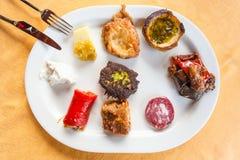 板材用各种各样的地方西西里人的开胃菜 库存照片